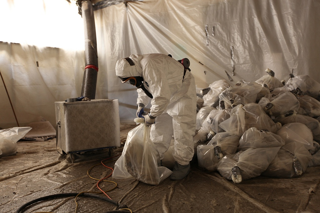asbestos workers.jpg