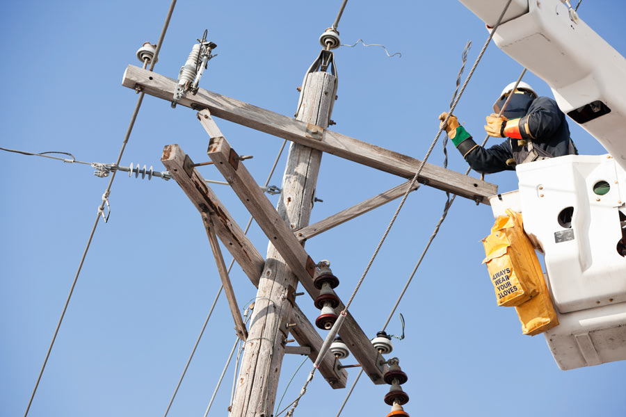 train for a career as an electrical lineman